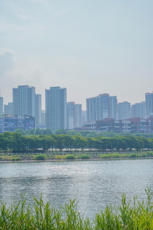 하남 미사경정공원 호수를 가운데로 공원과 도시가 나눠져 있는 모습